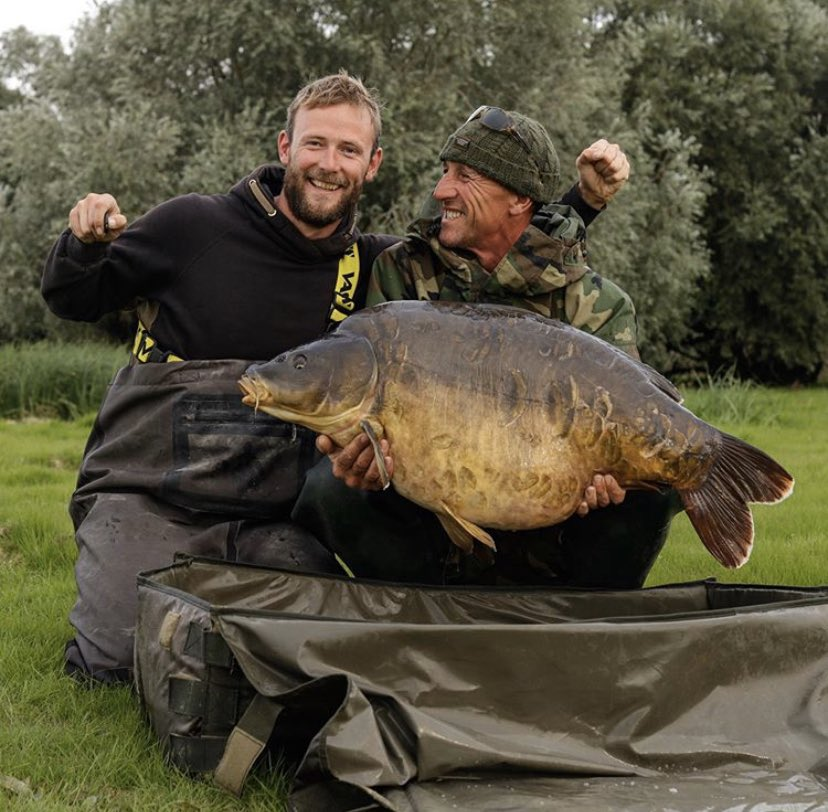 One from a while back!  Credit to Darrell Peck and Paul Forward! 💪🏻🎣  @TheCARPbible   #Carp