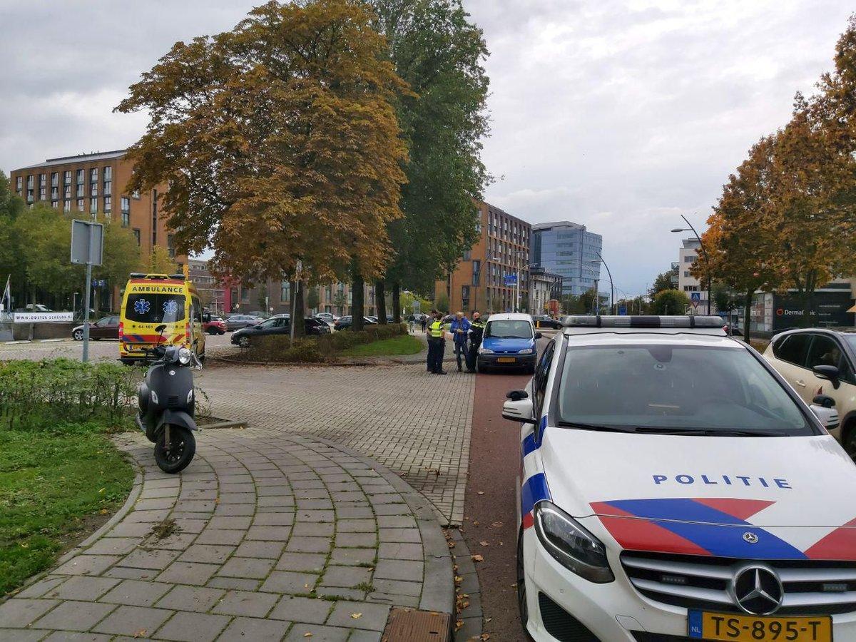 Scooterrijder gewond bij aanrijding in Zwolle .