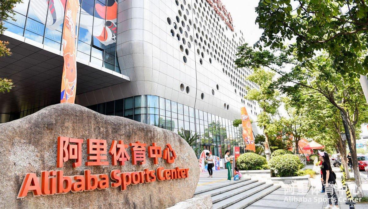 WATCH: First look inside Alibaba's new smart sports facility in China. #sportstech #alisports https://t.co/wiAaGfGRe2