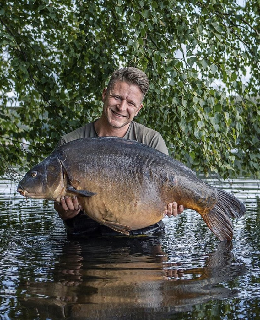 It's the man marc voosen with an absolute <b>Stunner</b> of a fish! 💪🏻🎣 @TheCARPbible   #