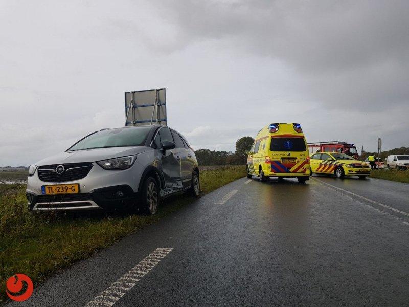 Gewonden bij frontale aanrijding N357 - HALLUM – Woensdag aan het eind van de middag heeft er op de Ljouwerterdyk – N357 een ongeval plaats gevonden met twee... -..