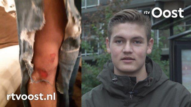 VIDEO: Politie heeft nog geen idee wie Jay (17) van de fiets trapte in Enschede. #rtvoost.
