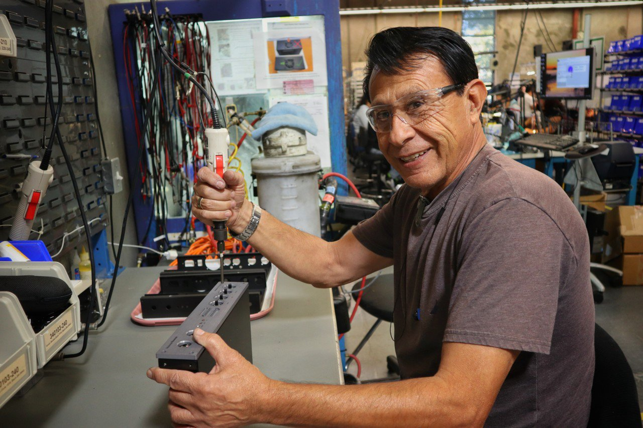 Meet Ramon Vazquez! Ramon has been on our Active, Acoustic, Pedal, and PowerStage assembly teams for 7 years. If you own one of our pedals or PowerStage products, Ramon built it. Ramon, thank you for all that you do! #sdfamilyfridays #seymourduncan #guitar #guitarpickups https://t.co/52pcWUd6ff