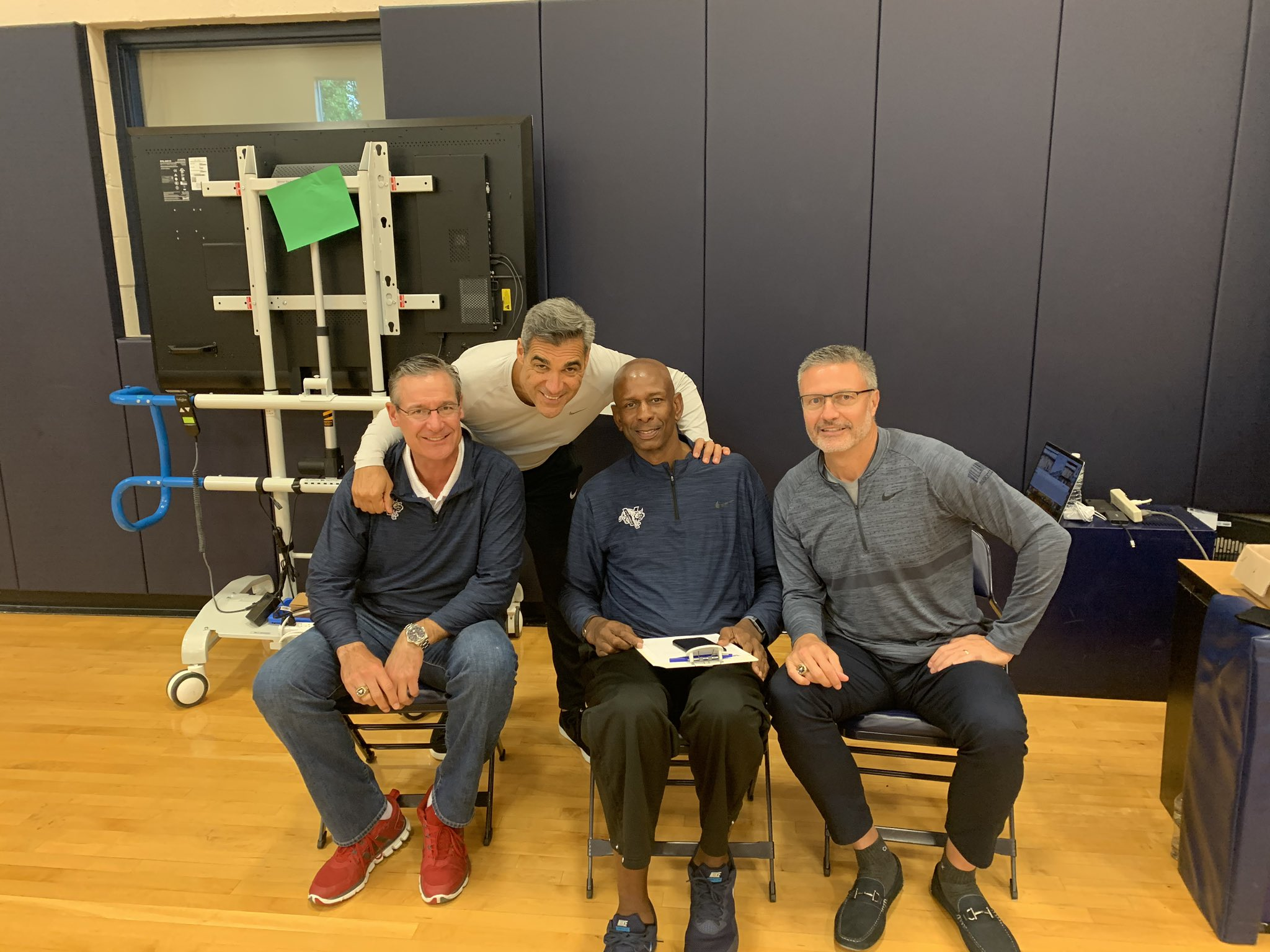 We're always inspired when legends return on the court with us for practice !  @dougwestbball @HJ1985 @MarkPlansky https://t.co/a3Y1G8RDb3