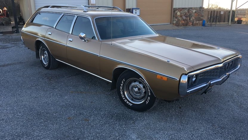 I love wagons, so let's take a look at a few today, starting with this sweet 1972 Dodge Crestwood Wagon. #Dodge #Crestwood #Wagon #Coronet #Mopar #Mopar4Life #MoparNation #MoparOrNoCar #ClassicCar #car https://t.co/ovwBU1t7M2