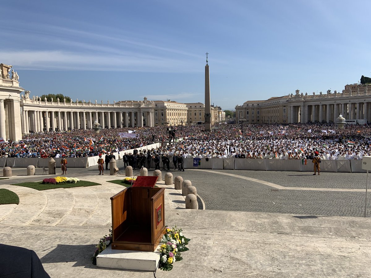 test Twitter Media - Wonderful celebration of Mass this morning in St Peter's Square for the canonisation of St John Henry Newman. Very solemn, with the chanting of the Gospel in Latin and in Greek. There were lots of Oratorians around - all looking very happy! https://t.co/8oZFlu8dHY