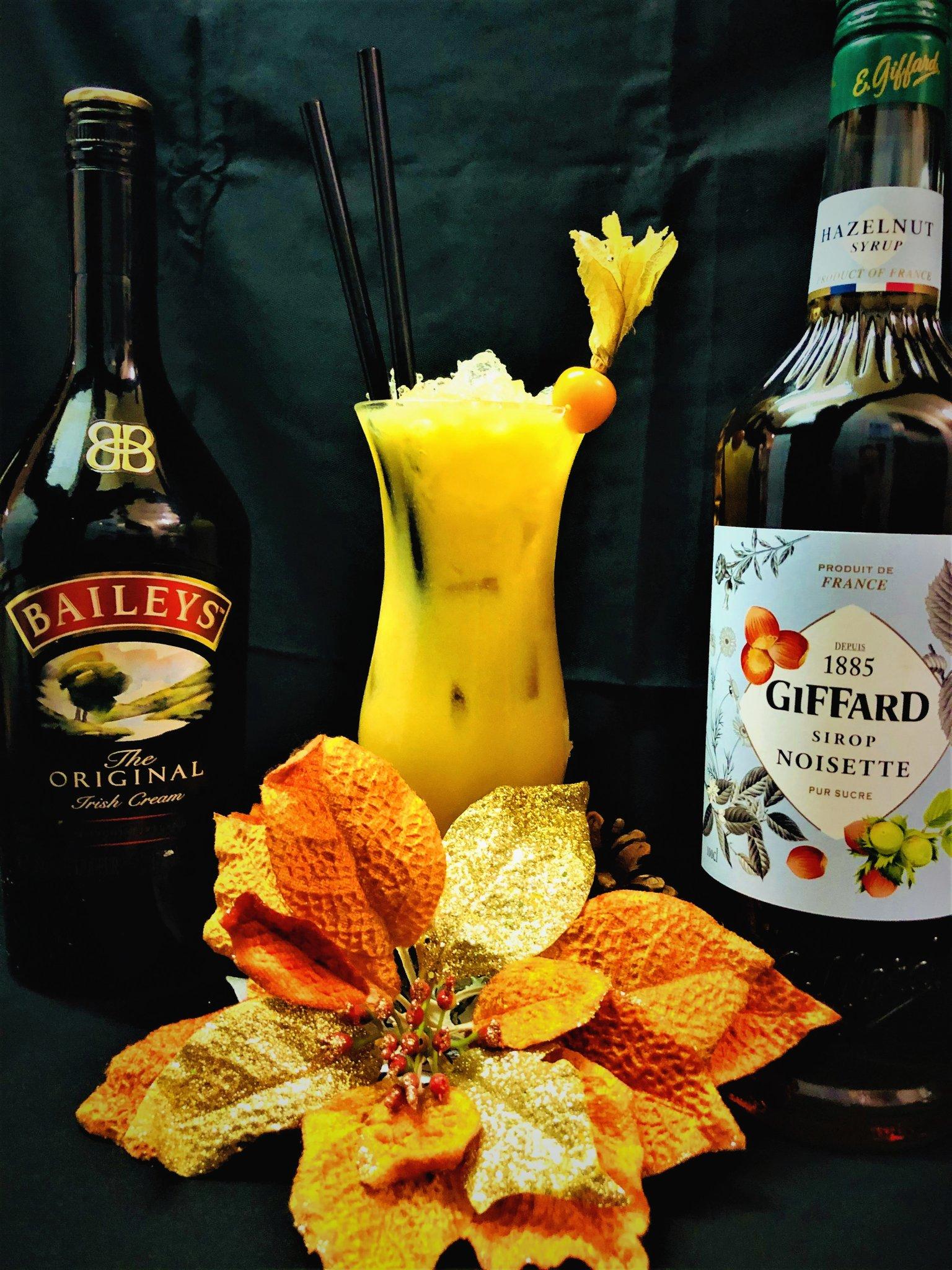 Sunday fun 😁🍹 Hazelnut Colada with Bailey's, Giffard Hazelnut Syrup, cream and Mango Juice🍹👍yummy #cocktail #mixology #happyhour @totc @MacCocktail @DemiCassiani @winewankers @thecocktailguru @BaileysOfficial @GiffardLiqueurs @Natascocktails https://t.co/0jZX6ytOWp