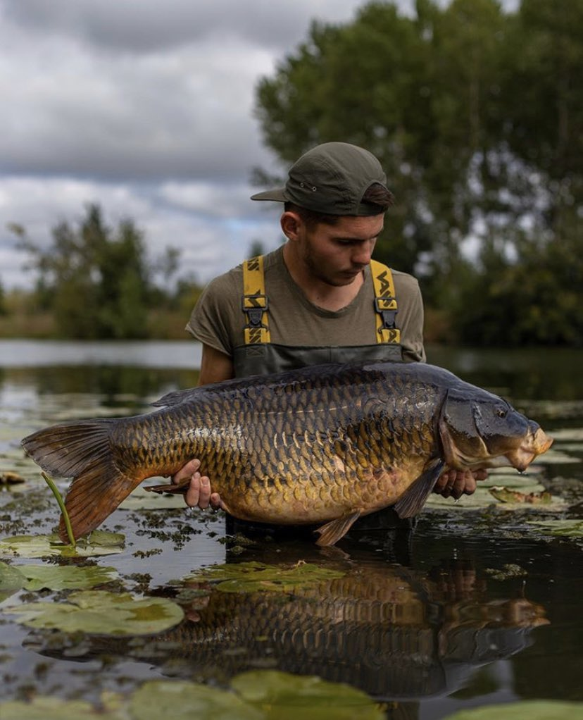 RIVER MONSTER!!!  Big shout to Leroy Corentin <b>💪🏻🎣</b>  @TheCARPbible  #Carp #CarpFishing