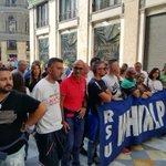 RT @CgilCampania: #salviamolawhirlpoolnapoli I lavoratori all'interno della galleria Umberto di #Napoli. https://t.co/khiA58oeOE
