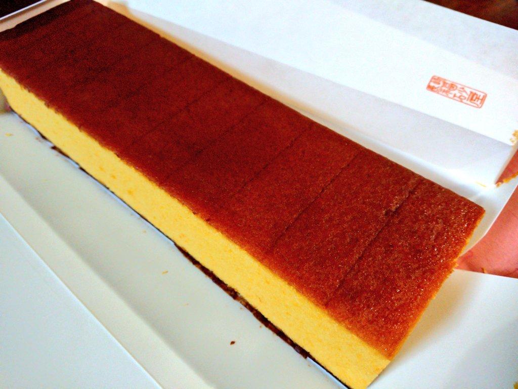 test ツイッターメディア - 長崎出張のお土産。 私大好き福砂屋のカステラ! しかも高級な五三焼き~✨ ずっしりしっとりザラメも美味しーい😋 包装紙を開けて、箱の中に箱。の中に袋。んで、カステラ。 https://t.co/31Yc8ILHSL