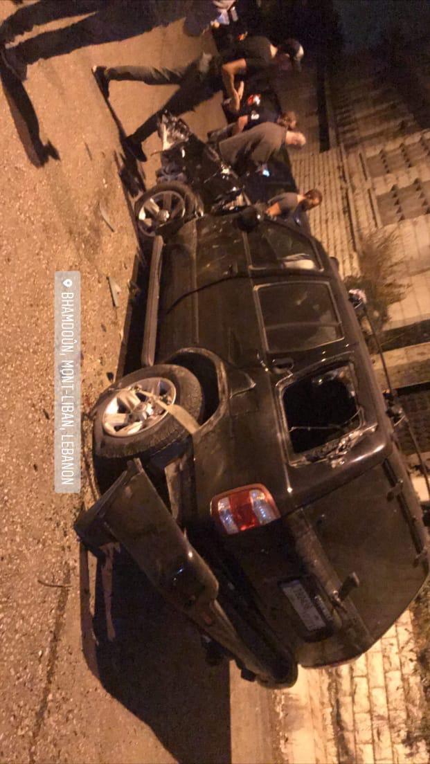 حديث عن سيارة قوى أمنية ضربت سيارات المواطنين في منطقة بحمدون   لدي تسجيل صوتي https://t.co/1nx1zjmHbw