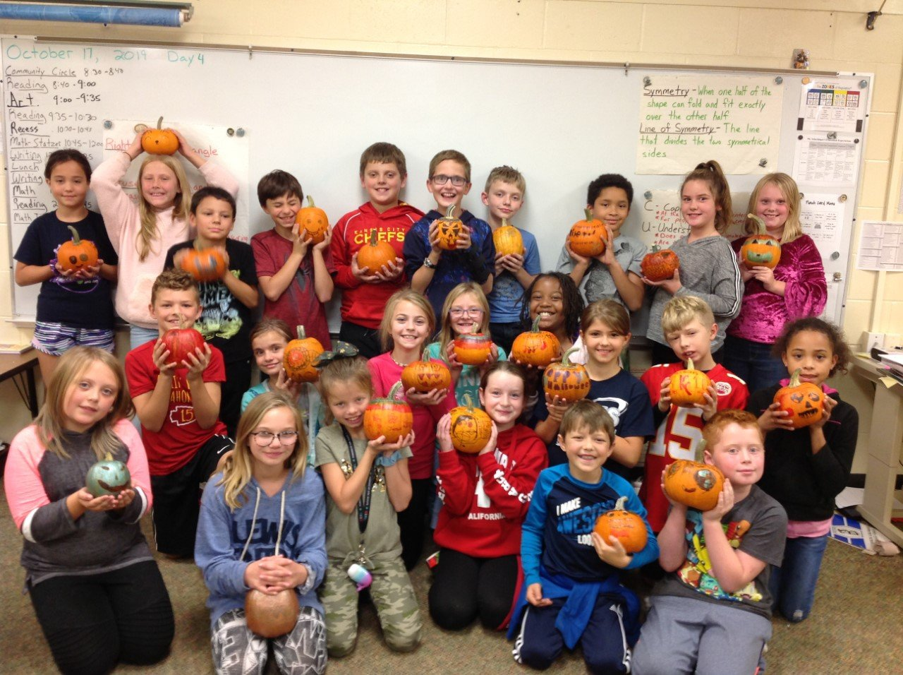 Had a great time decorating pumpkins with my students today! The joy on their faces was priceless.  #InspiringExcellenceLC #LCTitanHill @LewisCentralCSD https://t.co/fuCoYxYlBC