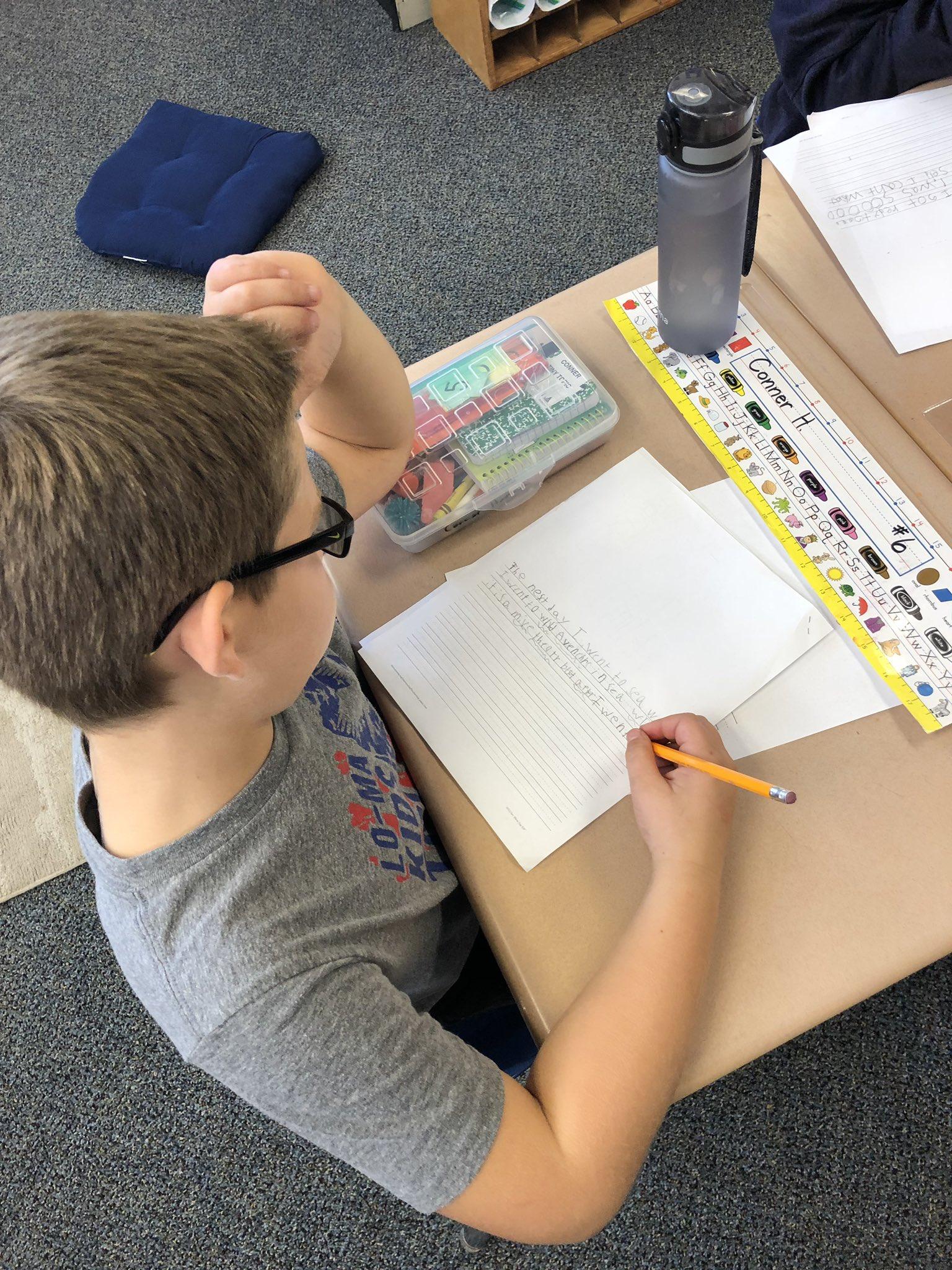 2nd graders in Mrs. Geier's class working on narrative writing.  #InspiringExcellenceLC #LCTitanHill https://t.co/mXWnu6Gz1X