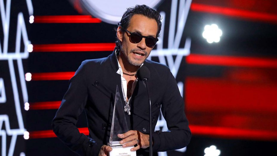 LatinAMAs: Marc Anthony receives first International artist award of excellence