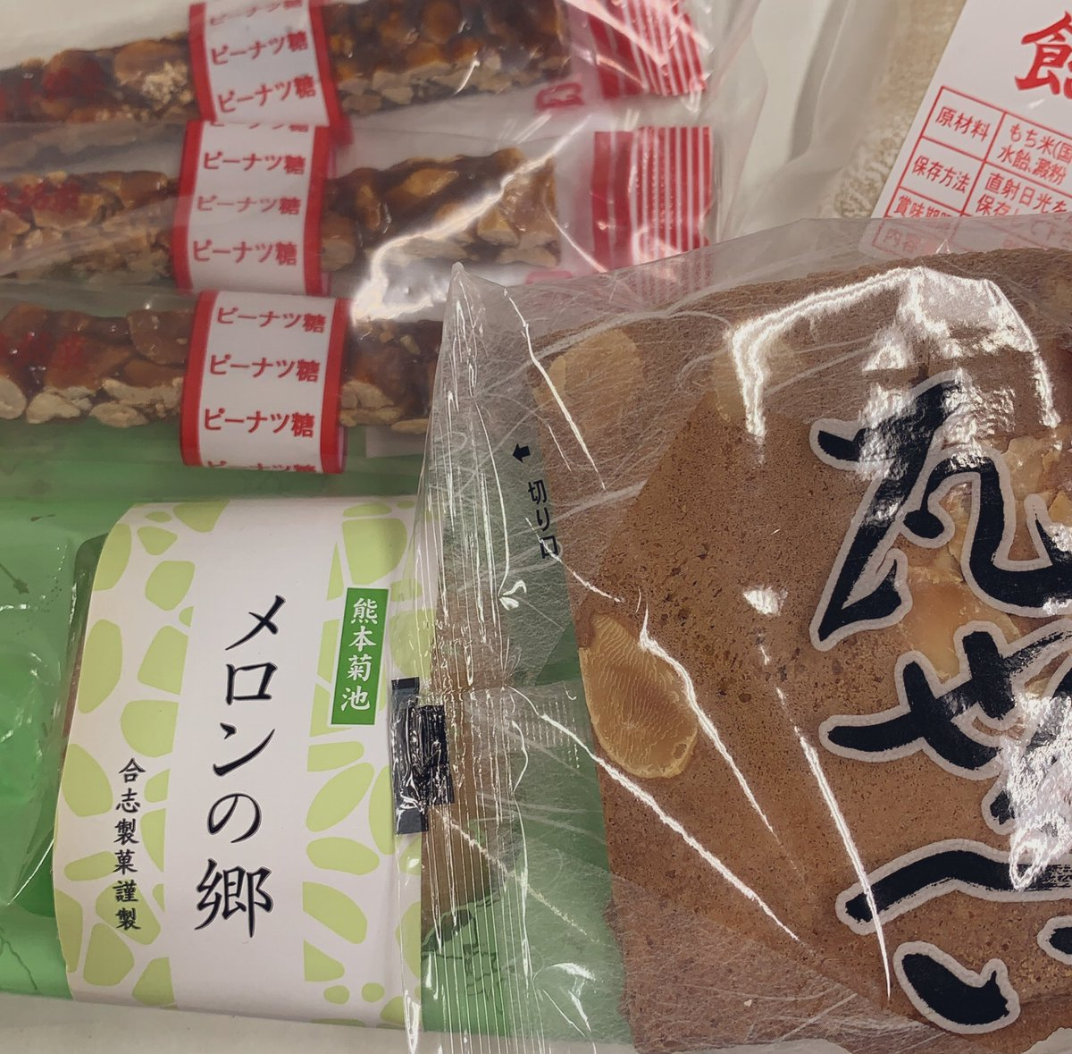 test ツイッターメディア - 熊本のお土産もらったのに黒糖ドーナツ棒とやらはついてなかった。 https://t.co/w1NV6l1mej