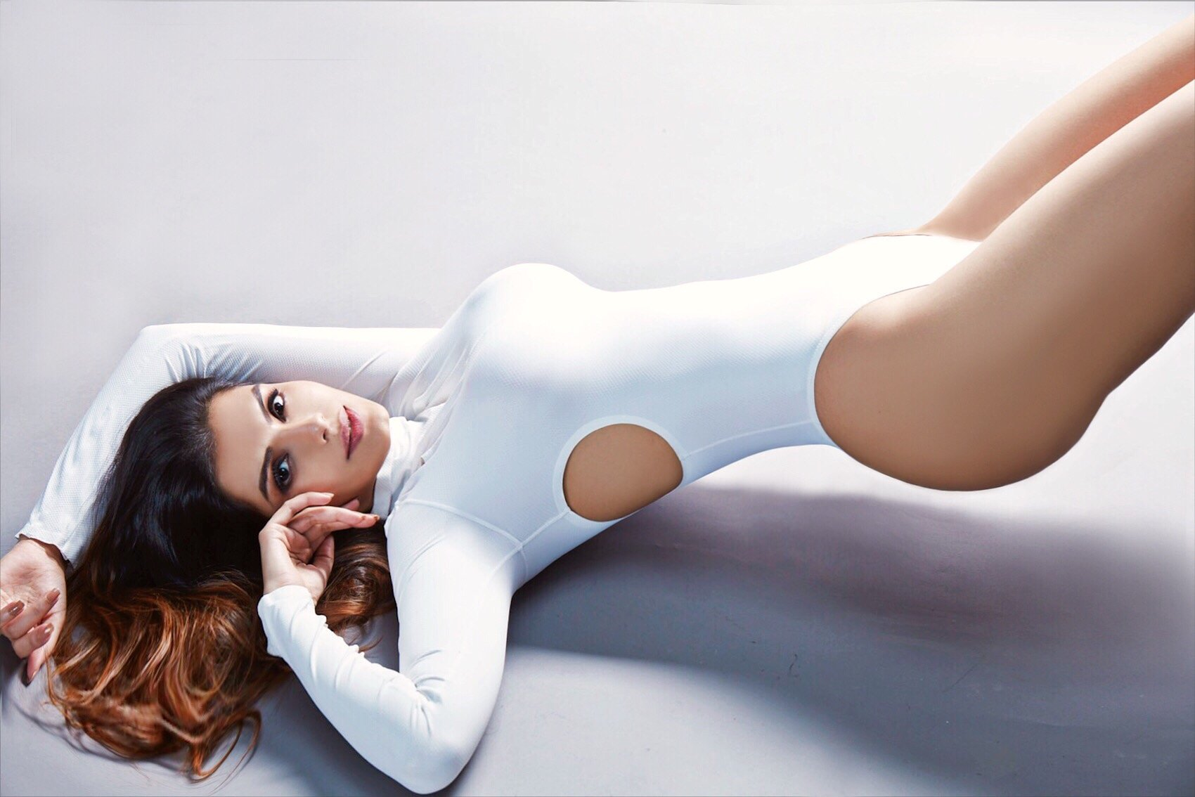 White is pure and simple and matches with everything!!! #photography #photoshoot #leotard #white #pure #style #styleblogger #beautyshot #beautyblogger #sexy #glam #glamorous #confidence #BollywoodActress https://t.co/3K1vjyi81b