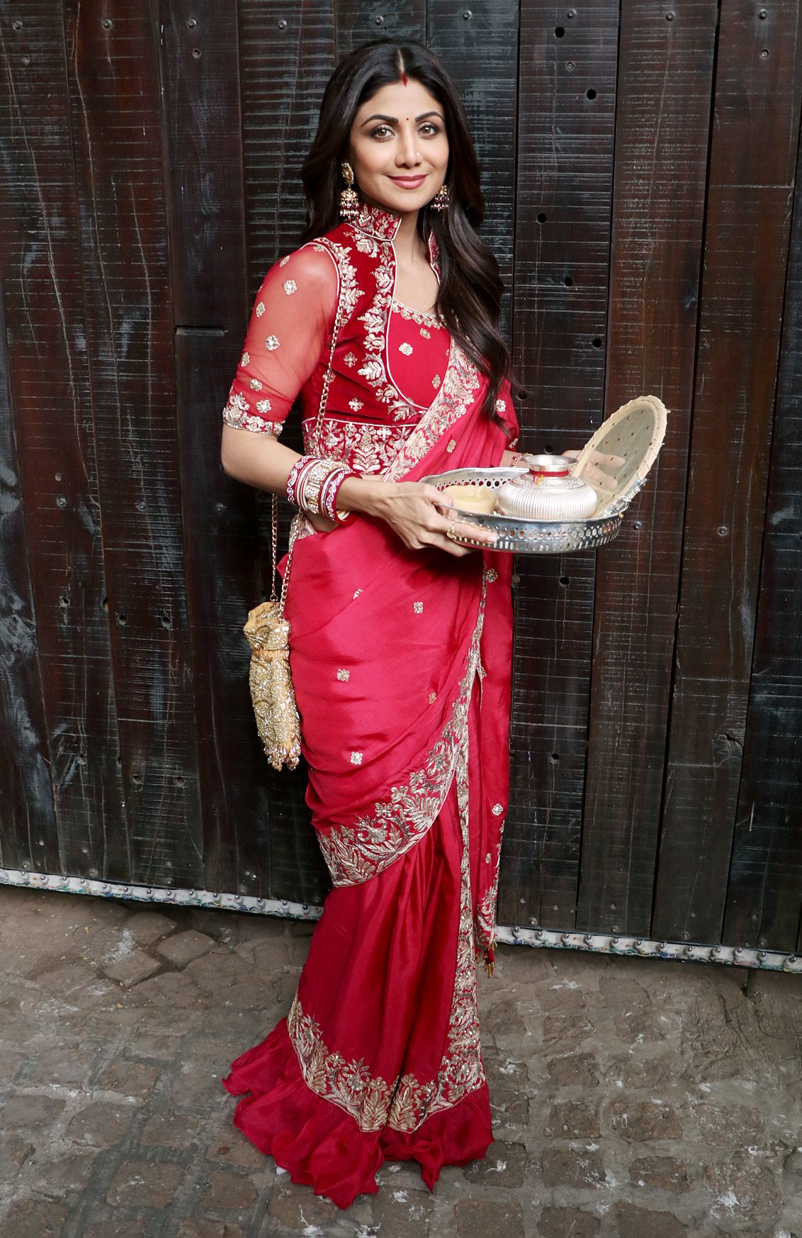 Shilpa Shetty Kundra looks gorgeous in this red sari for Karvachauth.  #ShilpaShettyKundra #CelebStyle #Bollywood #Red #Sari #Karvachauth https://t.co/3skYln4USv