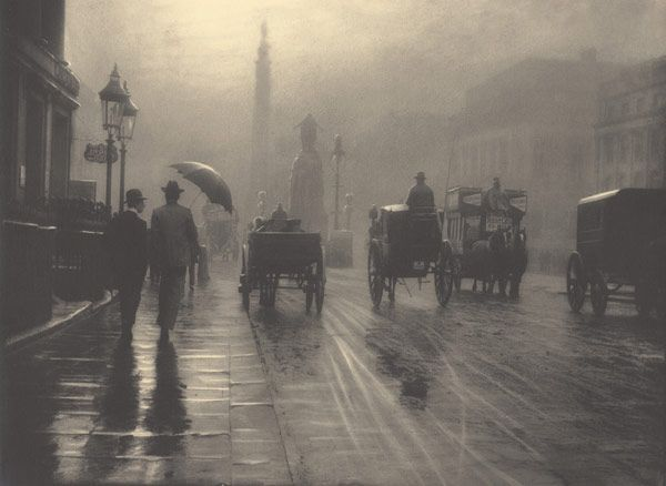 This is my all-time favourite Victorian photograph of London. Its exquisite treatment transforms it into a work of art. It is Waterloo Place one rainy day in 1899, taken by the amazing Belgian photographer Leonard Misonne 😍 https://t.co/V9ABW3kD5X