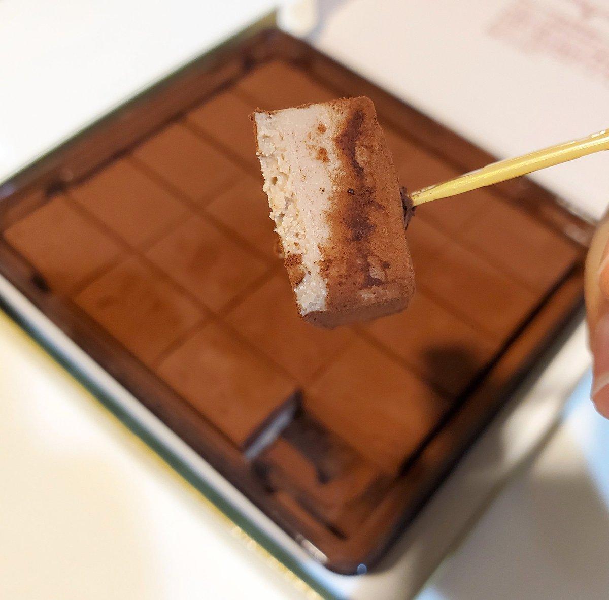 test ツイッターメディア - ロイズの生チョコ 栗!! ココアパウダーのほろ苦さとチョコレートの甘さの後に、ほっくり栗の甘味が来る〜! 意外に甘すぎない。 おいし〜〜っっ(*´ω`*) https://t.co/JXyTyt73Vb