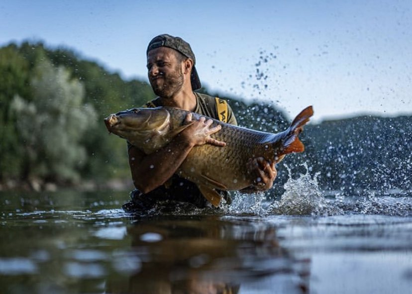 Amazing shot!! Well done to that man Nicolo Aguggiaro<b>💪🏻🎣</b> @Vasswaders  @TheCARPbible