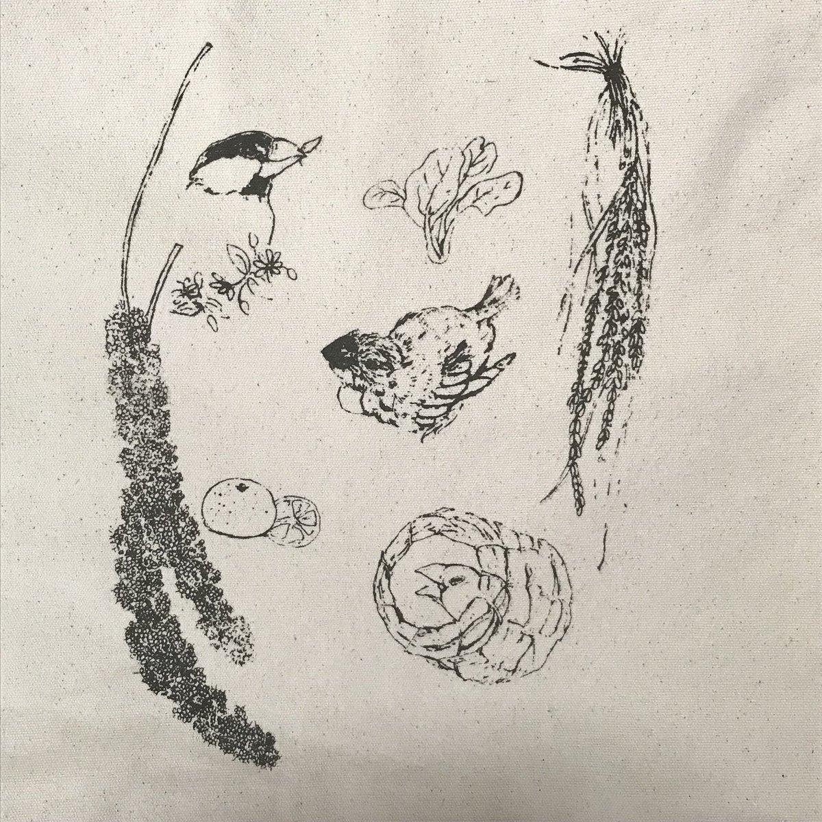 test ツイッターメディア - 文鳥まつりに新柄が間に合いました!これから繁殖シーズン。そんな文鳥さんたちを応援したくて、大好きな食べ物やヒナなどを描きました。 クリスマスリース柄のバッグもありますよ #文鳥まつり2019 https://t.co/ZYXziNdDSB
