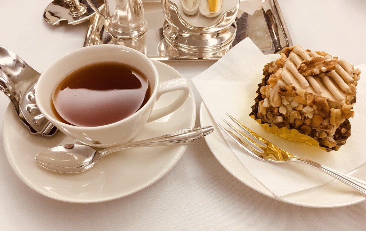 test ツイッターメディア - 銀座ウエストで、友達とバタークリームケーキ。  銀座ウエストは初めて入ったんだけど、昭和の高級喫茶店の雰囲気そのもの。 とても贅沢なひと時でした。 ケーキも紅茶も美味しかった…。 https://t.co/O9tQEMQnjp