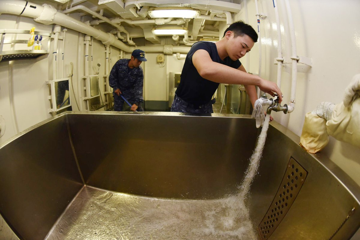 test ツイッターメディア - 【令和元年台風19号に係る災害派遣】 海上自衛隊の掃海母艦「うらが」は福島県の相馬港において生活支援を実施しており、市民の皆様にご利用い頂いています。 入浴は、午前9時から午後8時まで、給水は、24時間ご利用頂けます。  #台風19号 #災害派遣 https://t.co/A5ZH45trpr