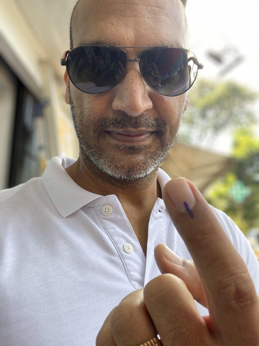 #VOTE  #VoteForIndia  #VoteKarMaharashtra  #VoteMumbai  #VoteKarHaryana  I have voted and fulfilled my responsibilty😊 #democracy  जय हो ✊🏻 https://t.co/bHJbCxcaD0