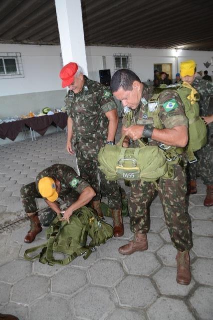 Como eterno membro dessa tropa excepcional que são os #paraquedistas, congratulo-me com todos os nossos guerreiros alados. Brasil Acima de Tudo! @bdapqdt