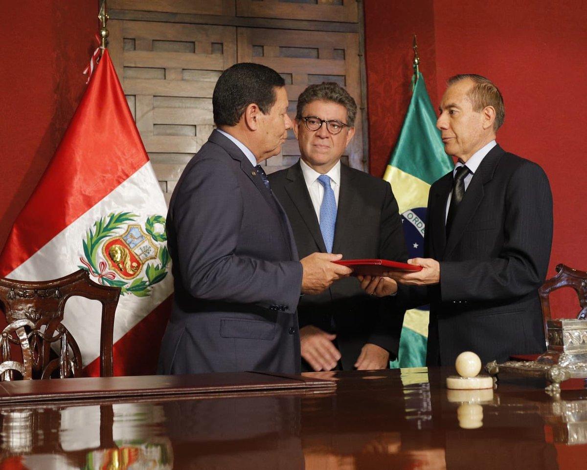 Participei na @CancilleriaPeru da Declaração de Intenções entre o @DefesaGovBr e o Ministério da Defesa do Peru, para cooperação e vendas de produtos de #defesa, evidenciando laços de cooperação e de confiança entre nossos países.