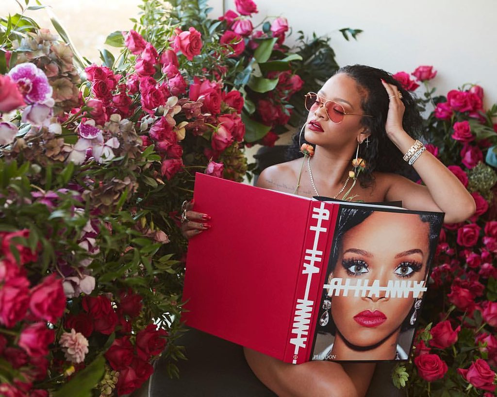 over 1000 images, 504 pages. #theRIHANNAbook is in stores today! it's crazy to look back at all of the memories & be able to share these moments with you! Get your copy wherever books are sold 💁🏿♀️ https://t.co/9khNd5XMKJ @BNBuzz @chaptersindigo @waterstones @harveynichols @phaidon https://t.co/g2UdJ495nQ