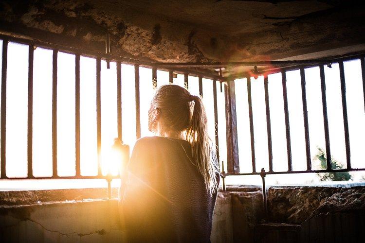 Leestip voor het weekend: het artikel van Corrie Ebbers over mensenhandel: 'informatie delen mag, door hulpverleners, ook zonder toestemming!' -. #Mensenhandel #AVG #Toestemming.