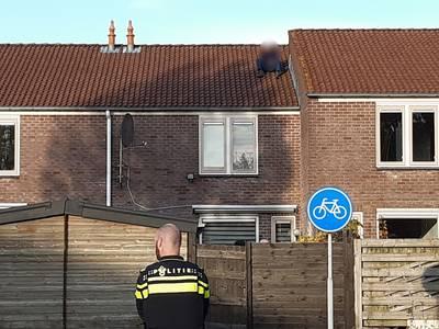Vijf vragen over de verwarde man op het dak in Tiel..