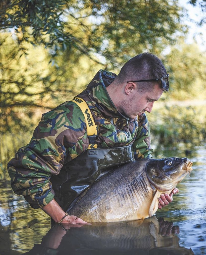 Big shout to Thibaut Cotelle <b>💪🏻🎣</b>  well done mate!! @Vasswaders @TheCARPbible  #Carp