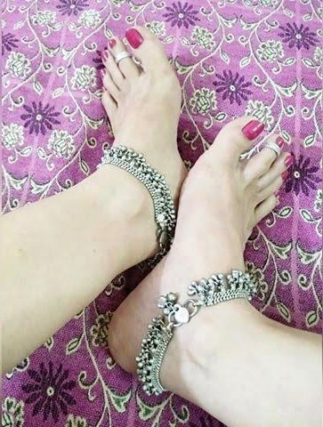 Wanna suck my toes ? Apply for your online session only in twitter or in skype. Skype- Queen Shankar Also, note: Real session only after a virtual session. Ready to serve me on voice and cam? 💄@RTsubby @tonybobo3 @RT_Pig #footfetish #paypigs #bondage #cbt #cuckold #joi #cei