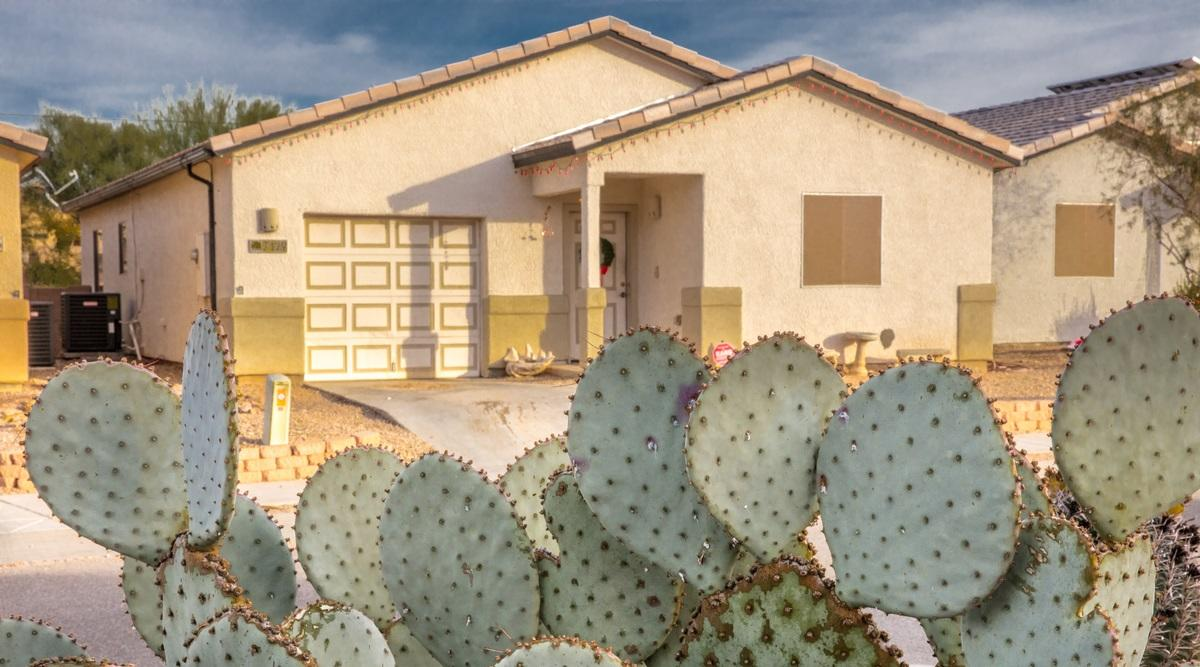 #HabitatforHumanity homeowners help build and then purchase their houses. They make monthly payments on an affordable mortgage, which in turn helps Habitat build more homes. 🏠 This home was built in Tucson, Arizona. https://t.co/e8Gh8SX6vh