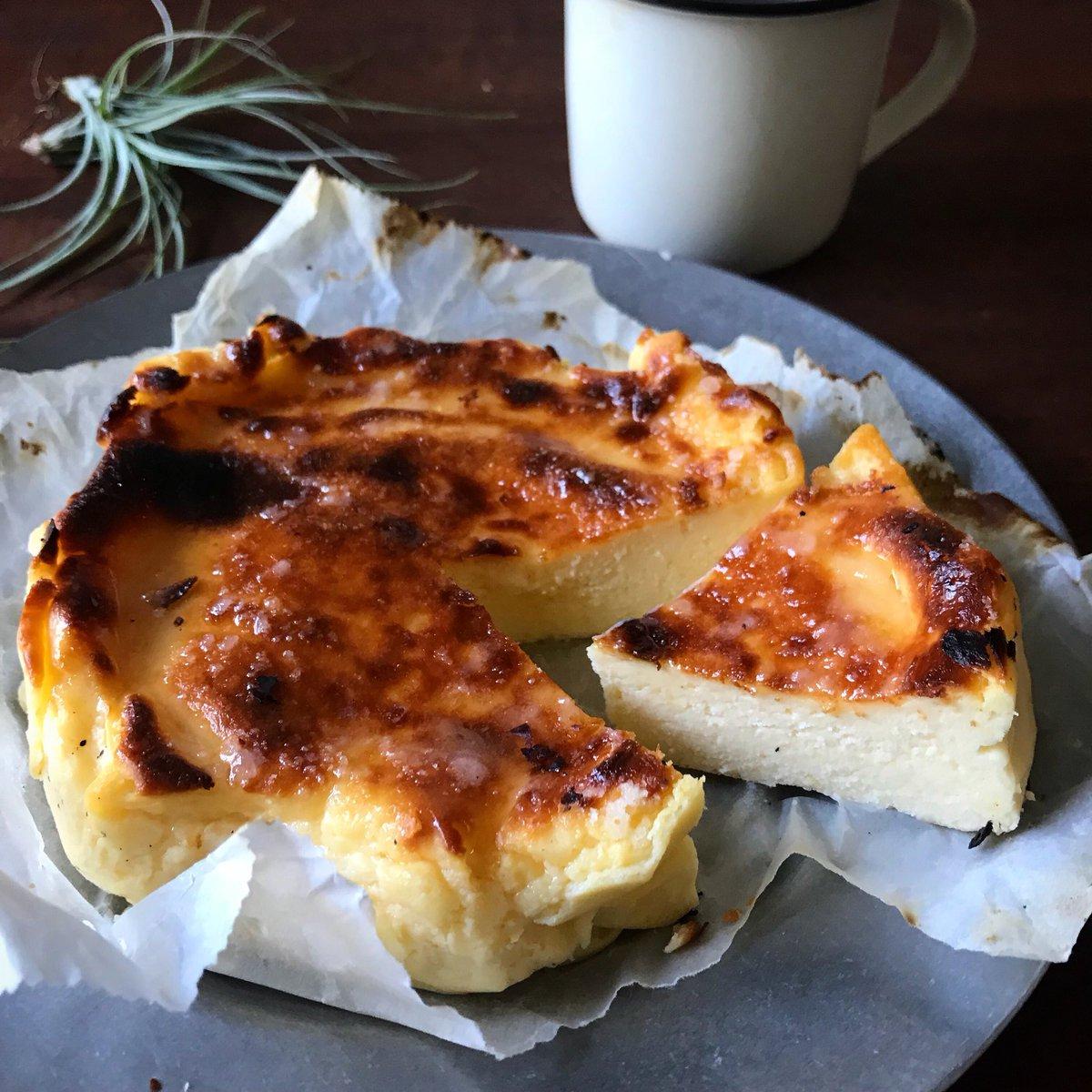 やっとできた…最高の自信作  チーズケーキ好きの方に伝わったら嬉しいです!  ・材料5つ ・オーブン不要 ・量り、専用の型不要  でできます‼️‼️  【レンジ&トースターで 話題のバスク風チーズケーキ】  ※本来バスク風は真っ黒に焦がしますが失敗と思われる可能性があるんで控えめにしてます