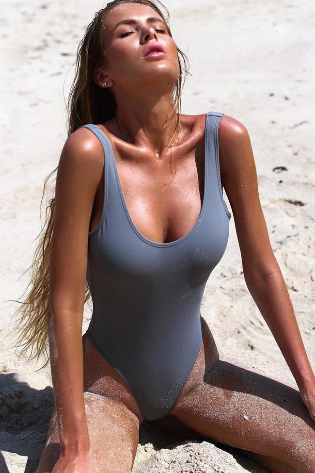 #sexy grey #onepiece #swimsuit see through #cameltoe https://t.co/3QLxpc5s8P