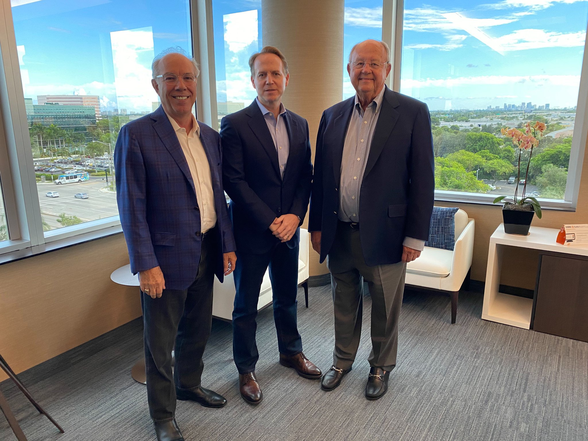 Tonight, it's 3 decades of Citrix CEOs, as we celebrate our 30th Anniversary! Roger Roberts (our 1st CEO), @MarkBTempleton, Pres. & CEO from 1998-2015, and @DavidJHenshall, our fearless leader & current CEO, chatted with @Dana_Gardner to reflect on the last 30 years. #CitrixIsHow https://t.co/PZkp4PvZ2v