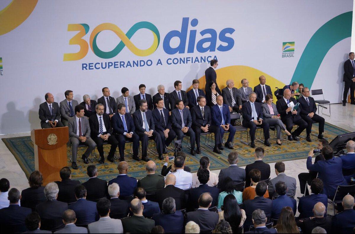 Participei, ao lado do Presidente @jairbolsonaro , da solenidade dos 300 dias de Governo, marco incontestável das mudanças e da recuperação da confiança no Brasil. @govbr