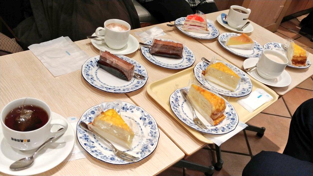 test ツイッターメディア - 会社の飲み会でたらふく食べた後に、喫茶店でケーキを買い占めてケーキドラフト会議を始めるという荒業 https://t.co/guNEUEXmQW