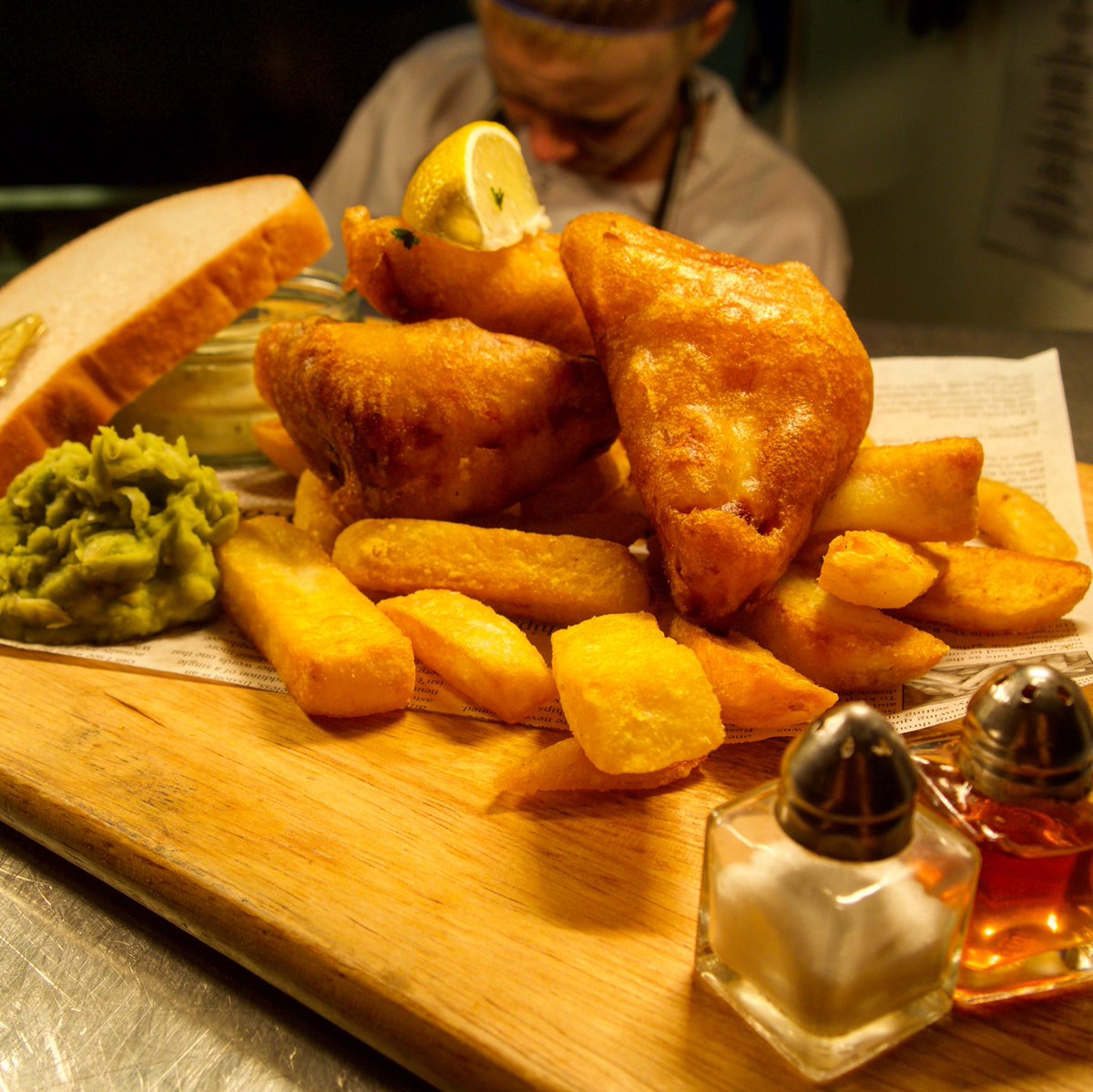 Who's coming for dinner tonight? Pictured is our Not Fish and Chips a.k.a battered halloumi... it's a moreish cheese and carb party on a plate just for you! 🥰🤗🦄