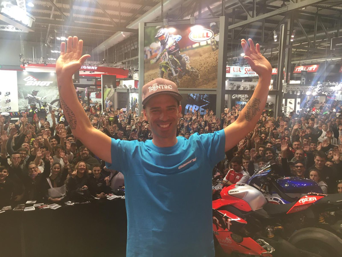 test Twitter Media - Paddock Show farewell for @MarcoMelandri33 with full Italian crowd at EICMA.   #WorldSBK https://t.co/WfhDPHcFQY