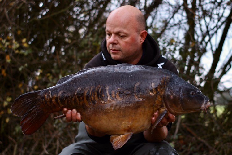 Paul was happy to see such a beauty on the mat, and a 30+ too. #carpfishing #vasswaders https://t.co