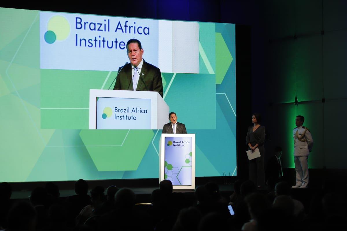 Hoje, no Fórum Brasil África 2019, realizado em São Paulo, enfatizei os laços entre o Brasil e   os países do continente africano, bem como a possibilidade de um desenvolvimento de forma sustentada e vantajosa para todos.