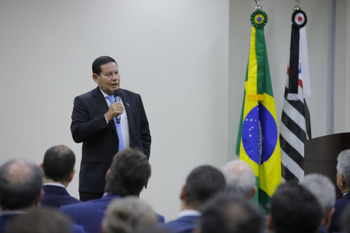 Em evento do setor financeiro promovido em São Paulo pela Associação Brasileira de Bancos Comerciais, falei sobre as medidas do @govbr @jairbolsonaro para aquecimento da economia, inclusive as parcerias público-privadas que viabilizarão novos investimentos no País.