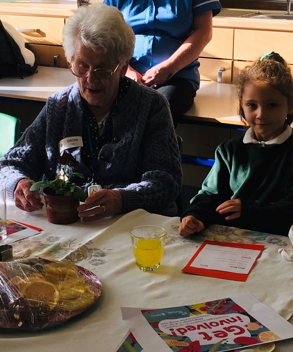 test Twitter Media - We hosted @SAfoodforlife 'Roast Dinner Get Together' today with residents from Bournville Grange. We enjoyed a chicken dinner with all the trimmings & chocolate orange cake for dessert.  Jackie the school cook did an amazing job setting up the room & cooking the delicious food https://t.co/Whm5per0Tx