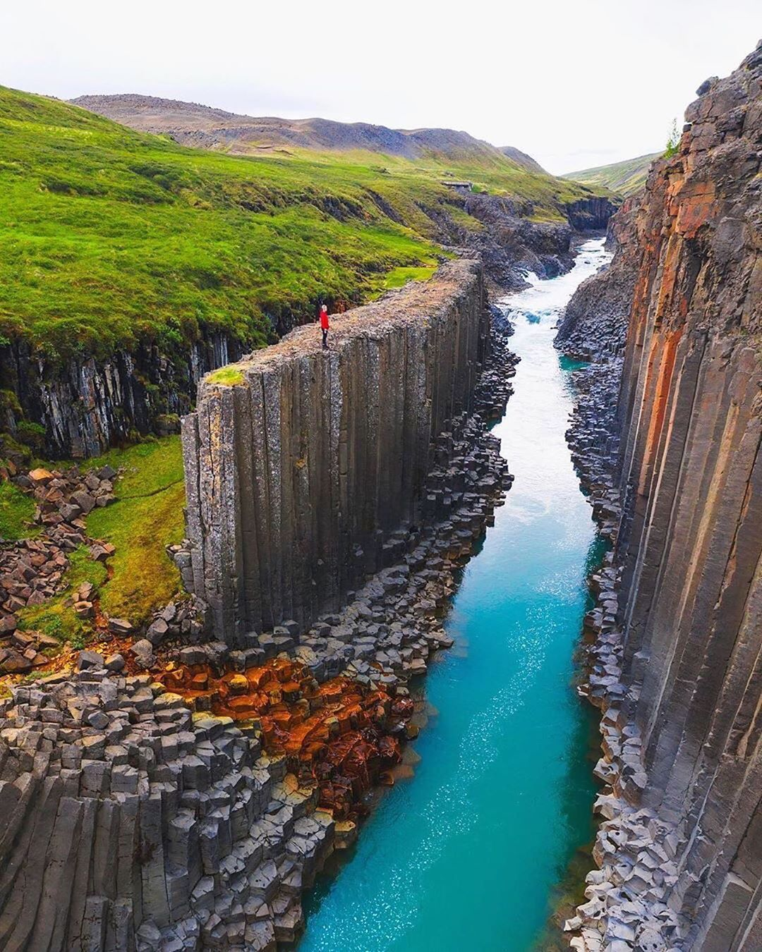 Rare basalt formations of eastern Iceland 🇮🇸 Photo by @h0rdur https://t.co/2JDq5oeS26
