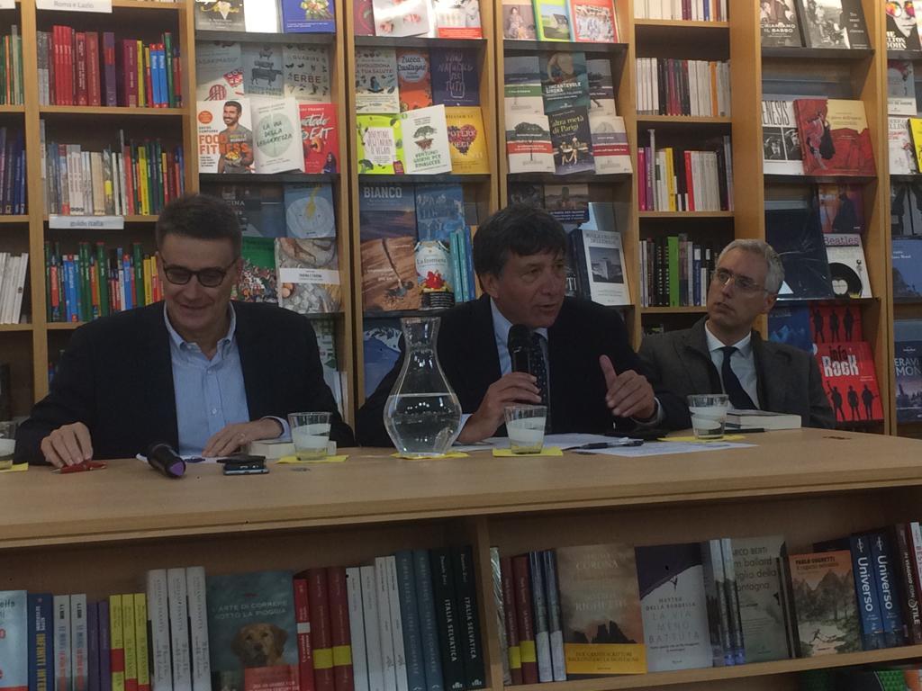 """test Twitter Media - Il Presidente della #CciaaRoma Tagliavanti alla presentazione del libro Roma 2030 nella @LibreriaGranai: """"Roma merita di essere dotata di poteri adeguati a gestirne dimensione e complessità, in linea con quanto avviene nelle altri grandi capitali europee"""" https://t.co/6kCZFHacqs"""