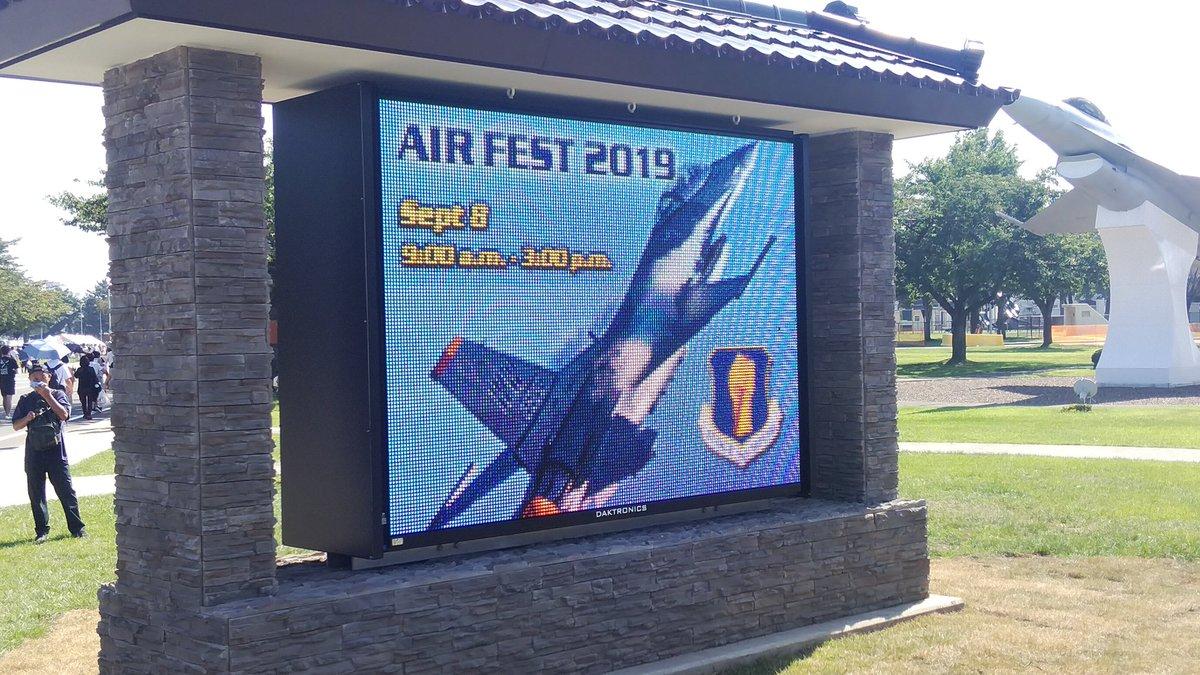 test ツイッターメディア - #いい16の日 三沢基地航空祭2019の写真です。第35戦闘航空団のF-16が映し出されていました。ゲートを通過してまっすぐ歩いて行ったらこんなのがありました。去年来たときは確かなかったような気がします。 https://t.co/3EtBbmBzuh